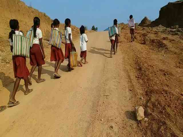 Naxals imposed Landmines in several places of Lohardaga, naxal attacks, naxal area,