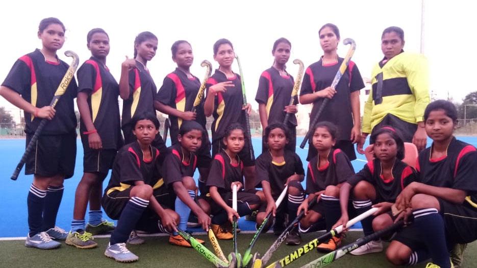 आइटीबीपी ने पहली बार बस्तर में तैयार की लड़कियों की हॉकी टीम
