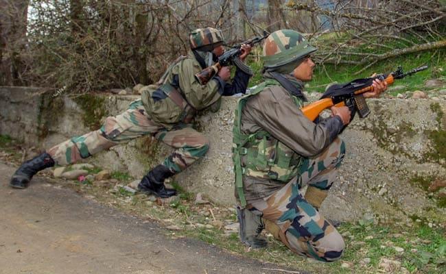 जम्मू कश्मीर के हंदवाड़ा में सुरक्षाबलों और आतंकियों के बीच मुठभेड़, एक आतंकी ढेर