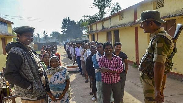 Loksabha Election 2019: हाल में हुई हिंसा की घटनाओं के बावजूद देखने लायक है मतदान में दंतेवाड़ा की जनता का उत्साह