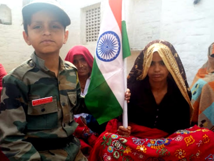 unique way of a child to pay tribute to martryrs, martryrs, patriotism, sirf sach, sirfsach.in, सिर्फ सच
