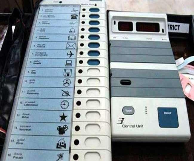 Lok Sabha Election 2019 Phase 3 Voting: तीसरे चरण में मतदान के दौरान कई जगह EVM खराब, लोगों ने किया हंगामा