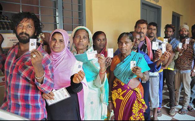 Lok Sabha Elections 2019: लोकसभा चुनाव के तीसरे चरण में 117 सीटों पर मतदान जारी