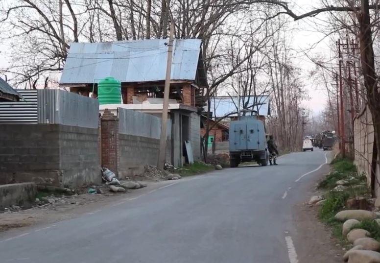 Pulwama : सुरक्षाबलों के साथ मुठभेड़ में लश्कर के 4 आतंकी ढेर