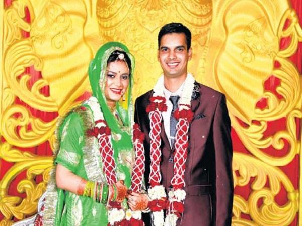 ले. कमांडर चौहान की एक महीने पहले ही हुई थी शादी, INS विक्रमादित्य पर हुई दुर्घटना में शहीद