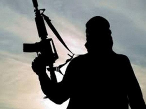 कश्मीर के त्राल में CRPF कैंप पर हमला, एक जवान घायल