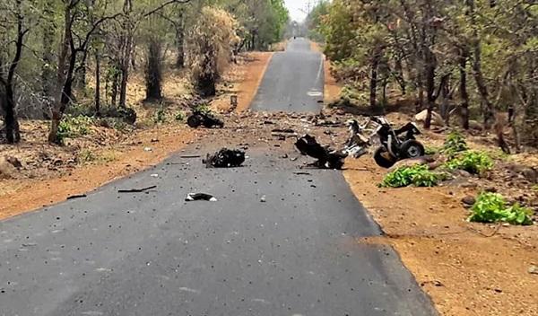 महाराष्ट्र के गढ़चिरौली में बड़ा नक्सली हमला, IED ब्लास्ट में 16 जवान शहीद