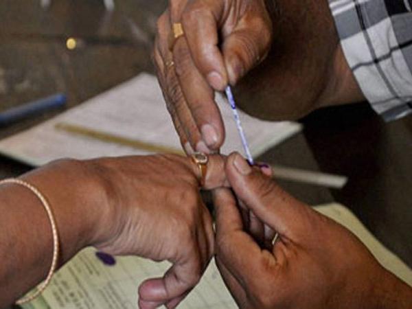 Lok Sabha Elections 2019: छठवें चरण के लिए मतदान जारी, कई दिग्गजों की किस्मत दांव पर
