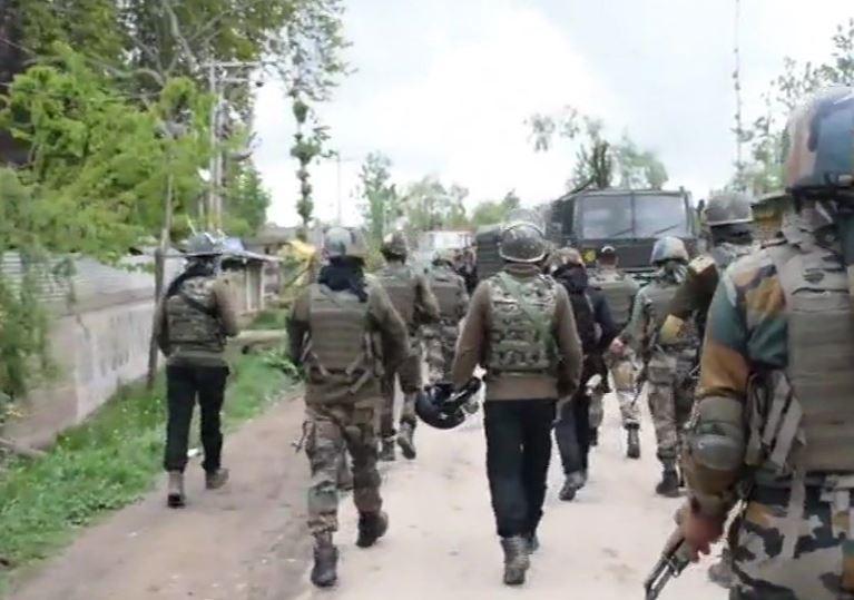 शोपियां में मुठभेड़, सुरक्षाबलों ने 2 आतंकियों को मार गिराया