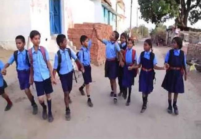 नक्सलियों ने ब्लास्ट कर उड़ा दिया था स्कूल, 13 साल बाद फिर 'स्कूल चलें हम' अभियान की हुई शुरुआत