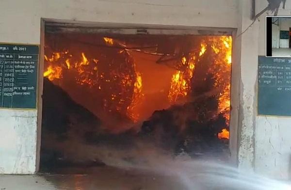 छत्तीसगढ़: नक्सलियों ने गोदाम में लगाई आग, 9 करोड़ रुपए का तेंदूपत्ता जल कर खाक
