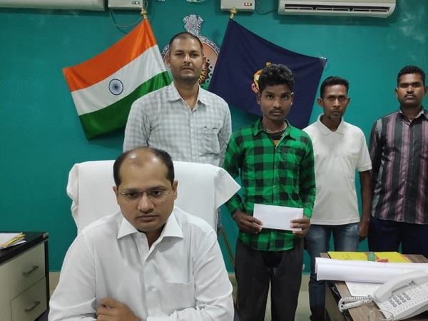 Naxal commander Surrender, Dantewada SP Abhishek Pallav, dantewada, chhattisgarh, sirf sach, sirfsach.in