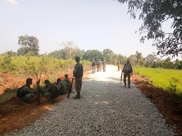 naxal, naxal hit areas, road in Naxal affected, chhattisgarh Government, local youths to construct road, raipur, chhattisgarh, sirfs ach, sirfsach.in