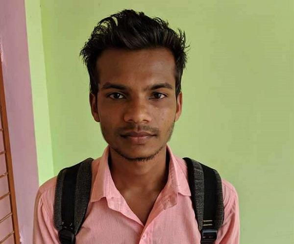 नक्सली देखते रह गए और लक्ष्मण ने खींच दी लकीर, अब डॉक्टर बन करेगा समाज की सेवा
