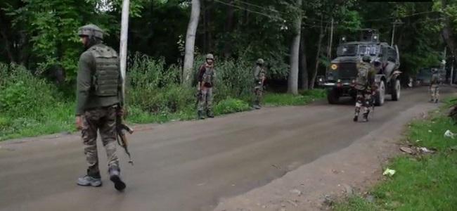 पुलवामा मुठभेड़ में सुरक्षाबलों ने जैश के 4 आतंकियों को मार गिराया