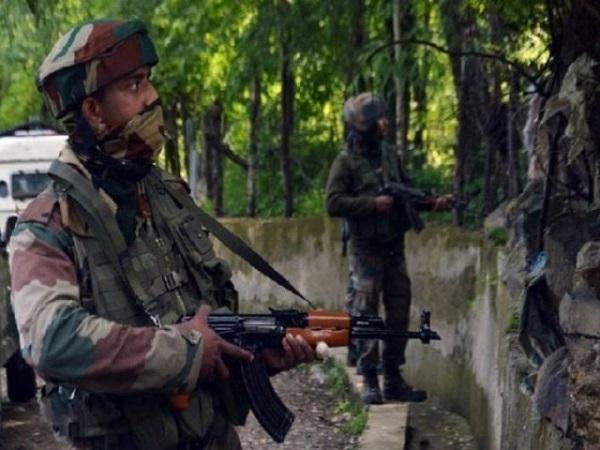 जम्मू-कश्मीर: शोपियां में सुरक्षाबलों ने 4 आतंकियों को मार गिराया