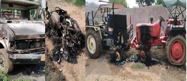लातेहार में नक्सलियों का तांडव, कई वाहनों को लगाई आग और पिता-पुत्र को भी पीटा