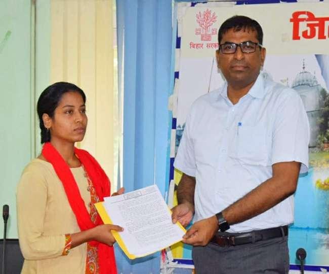 पुलवामा हमले में शहीद हुए थे संजय कुमार, सरकार ने बेटी को दी सरकारी नौकरी