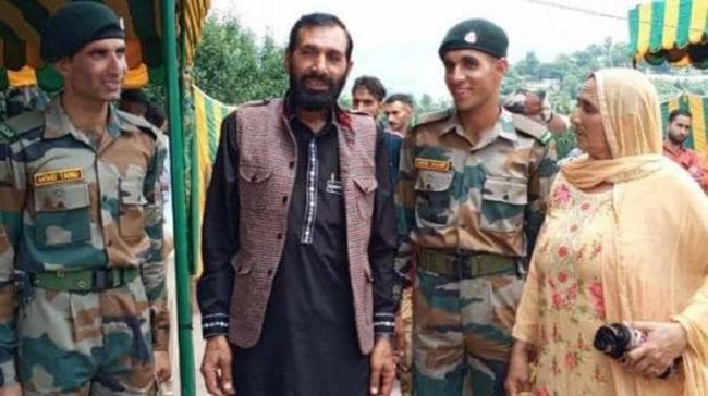 शहीद औरंगजेब के दो भाई सेना में शामिल, आतंकवाद के खिलाफ जंग को जारी रखेंगे दोनों