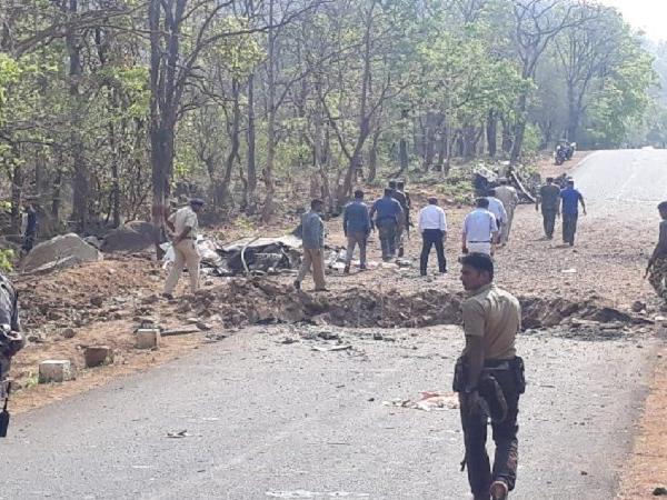 महाराष्ट्र के गढ़चिरौली में नक्सलियों ने सुरक्षाबलों पर बरसाई गोलियां, जवाबी कार्रवाई में एक ढेर