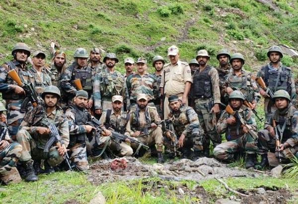 सुरक्षाबलों ने ध्वस्त किया आतंकियों का तहखाना, हथियारों का जखीरा बरामद