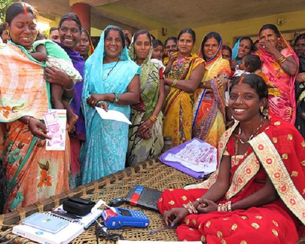 आत्मनिर्भर होतीं नक्सल प्रभावित इलाकों की महिलाएं, पढ़िए इनके सशक्त होने की कहानी…
