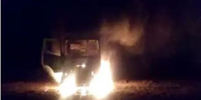 Naxalites, Jharkhand, latehar, Cars sets fire, Naxal attack, laborers beaten, sirf sach, sirfsach.in