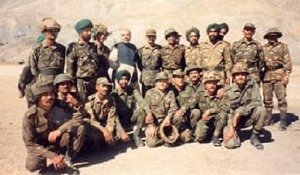 Kargil Vijay Diwas 2019: PM नरेंद्र मोदी ने शेयर की 1999 की तस्वीरें, सभी बड़ी हस्तियों ने वीर जवानों को किया याद