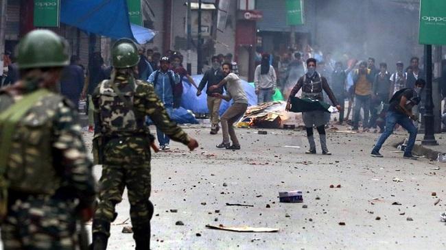 जम्मू-कश्मीर में पत्थरबाजी की घटनाओं में बड़ी कमी, 6 महीने में सिर्फ 40