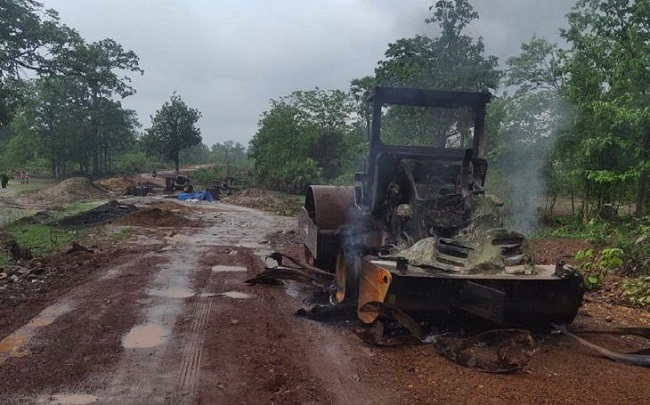naxal, chhattisgarh naxal, sukma naxal, naxals set vehicles of road construction on fire, sirf sach, sirfsach.in