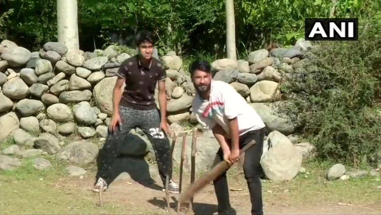 Jammu Kashmir, tral cricket, narendra modi, appeal, local peoples, Article 370, अनुच्छेद 370, धारा 370, कश्मीर, जम्मू कश्मीर, कश्मीर घाटी में क्रिकेट