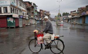 जम्मू-कश्मीर: इंटरनेट सेवाएं शुरू, सोमवार से खुल जाएंगे स्कूल-कॉलेज