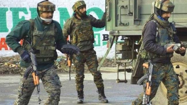 जम्मू-कश्मीर: बारामूला में मुठभेड़ में एक जवान शहीद, सुरक्षाबलों ने आतंकी को भी मार गिराया