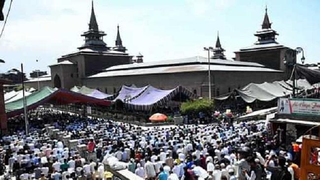 जम्मू-कश्मीर: Article 370 हटाए जाने के बाद पहली जुमा पर मस्जिदों में उमड़े लोग