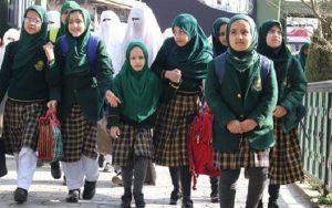 जम्मू कश्मीर: स्कूलों में बढ़ गई रौनक बाजारों में भी दिखी भीड़, जल्द हालात सामान्य होने की उम्मीद