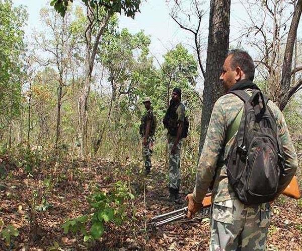 naxal, encounter between naxal and security forces, Malkangiri, Odisha; A police soldier martyred, DVF jawan injured, sirf sach, sirfsach.in
