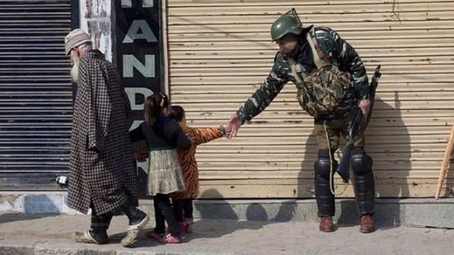 CRPF, Madadgaar, gets, 34 thousands, calls, after, article 370, abrogation, jammu Kashmir जम्मू-कश्मीर, सीआरपीएफ, आर्टिकल 370, श्रीनगर, दिल्ली, फोन, sirf sach, sirfsach.in, सिर्फ सच