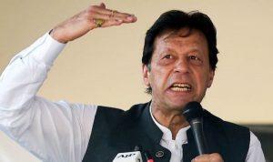 इमरान खान की बेचैनी बढ़ी, पाकिस्तानियों को कश्मीर नहीं जाने के लिए चेताया