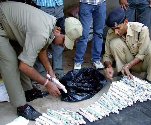Chhattisgarh, 50 detonators seized in Dantewada, Dantewada, improvised explosive device seized, bypoll in Dantewada assembly seat, sirf sach, sirfsach.inदंतेवाड़ा में 50 डेटोनेटर बरामद, छत्तीसगढ़, दंतेवाड़ा, सिर्फ सच