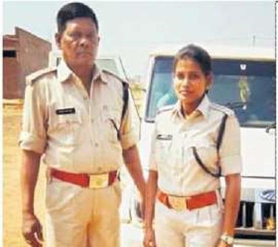 दंतेवाड़ा: डीएसपी दिनेश्वरी नंद की कहानी, पिता के साथ ली थी ट्रेनिंग