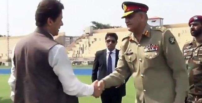 पाकिस्तान की बेचैनी बढ़ी, प्रधानमंत्री इमरान खान ने किया LOC का दौरा
