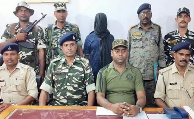 झारखंड: चतरा में टीएसपीसी का सब-जोनल कमांडर गिरफ्तार