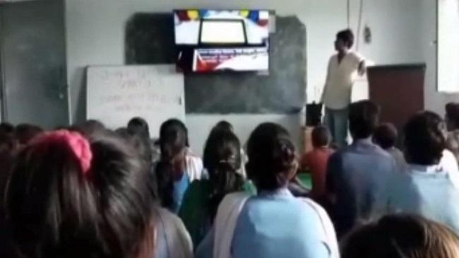 बिहार: स्मार्ट डिजिटल क्लास में पढ़ रहे गया के नक्सल प्रभावित इलाके के बच्चे