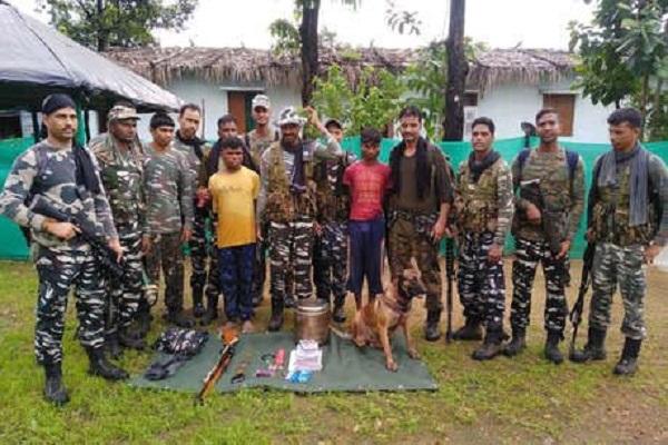 naxalite prize money of Rs 1 lakh arrested in Bijapur, 3 not 3 rifles recovered, Chhattisgarh, Naxal, छत्तीसगढ़, बीजापुर में नक्सली गिरफ्तार, सीआरपीएफ, रायफल, CRPF, सिर्फ सच, sirf sach, sirfsach.in