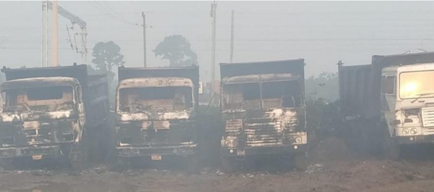 झारखंड: विधानसभा चुनाव से पहले नक्सलियों की बड़ी करतूत, हजारीबाग में 7 वाहनों को किया आग के हवाले