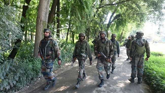 जम्मू-कश्मीर: Anantnag मुठभेड़ में सुरक्षाबलों ने तीन आतंकियों को मार गिराया