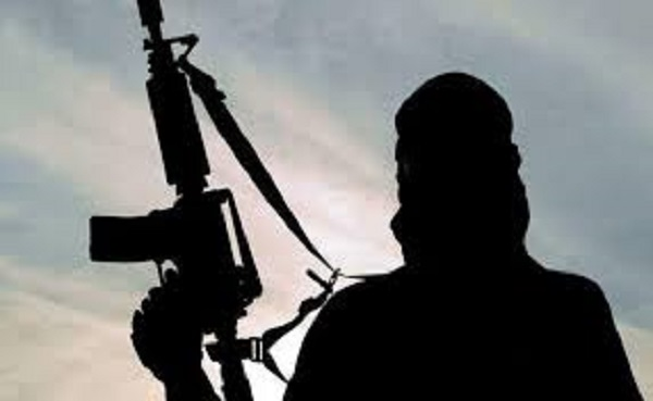 जम्मू-कश्मीर: Sopore में आतंकियों ने सेब के ट्रक को आग लगाने का प्रयास किया