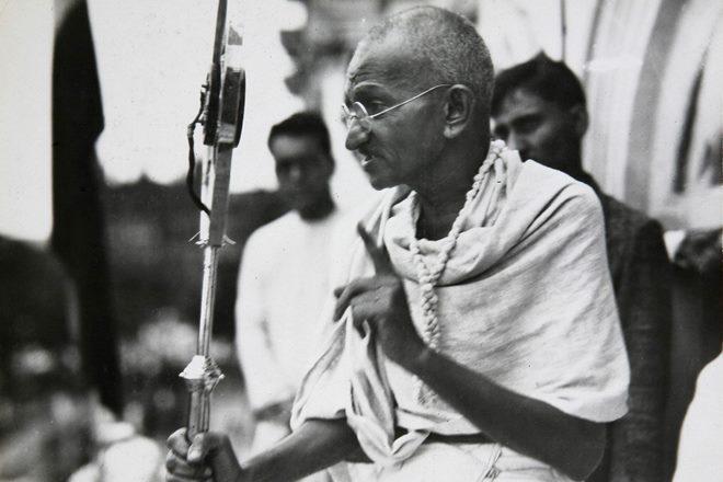 Mahatma Gandhi: गांधीजी ने अहिंसा की शक्ति से करवाया दुनिया का परिचय