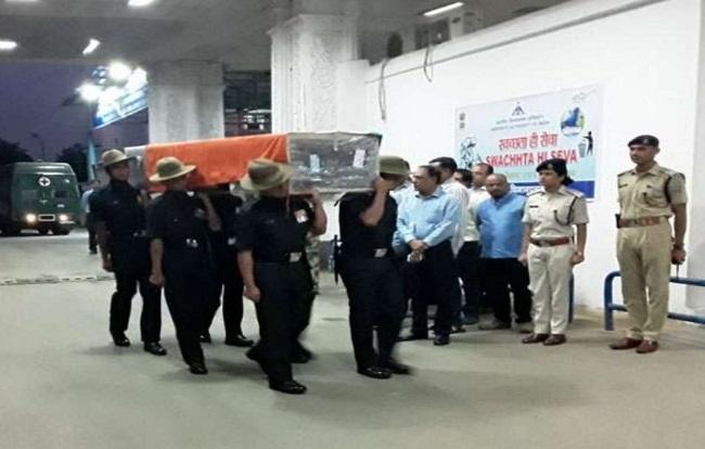 गुमला पहुंचा शहीद का शव, पिता ने शहादत को झारखंड का सम्मान बताया