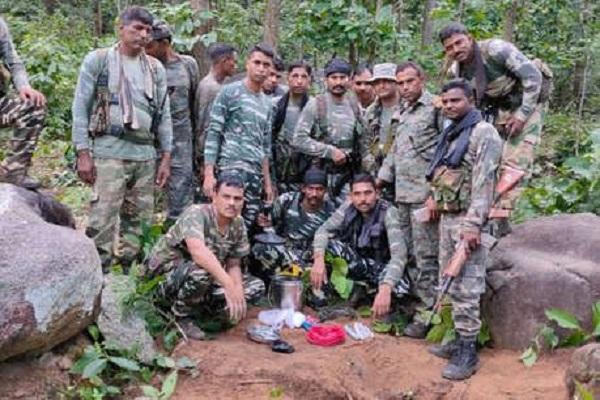 झारखंड: Gumla में नक्सलियों के खिलाफ सर्च ऑपरेशन के दौरान भारी मात्रा में विस्फोटक बरामद